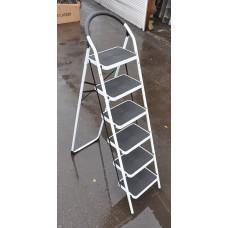 Стремянка SevenBerg Prima Lux белая с 6-ю широкими ступенями