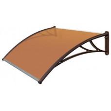 Козырек из янтарного поликарбоната и коричневым кронштейном шириной 1,5 м.